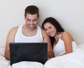 Husband and wife lying in bed — Stock Photo