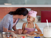 Potrait of mother and daugther in kitchen — Stock Photo