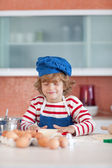 Smiling boy baking — Stock Photo