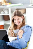 Happy woman with a credit card and a laptop — ストック写真