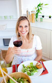 Attractive woman having an healthy dinner — Stock Photo