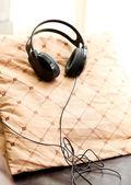 A pair of headphones lies on the floor — Stock Photo