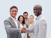 Caucasian and Afro-American businessmen shaking hands — Stock Photo