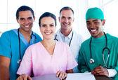 Porträtt av ett framgångsrikt medicinska team på arbetsplatsen — Stockfoto