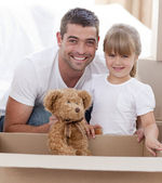 Father and daughter with a teddy bear moving home — Photo