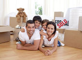 Happy family after buying new house — Stockfoto