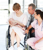 Patient with her newborn baby and doctors — Stock Photo