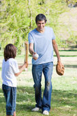 Adorable little boy playing baseball with his father — Stock Photo