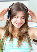 Good-looking girl listening to music — 图库照片