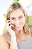 Beautiful caucasian woman talking on phone smiling at the camera — Стоковое фото