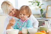 Mother having breakfast with her daughter — Stock Photo