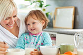 Simper mother having breakfast with her daughter — Stock Photo