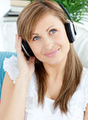 Portrait of a pretty woman listen to music with headphones — Stock Photo