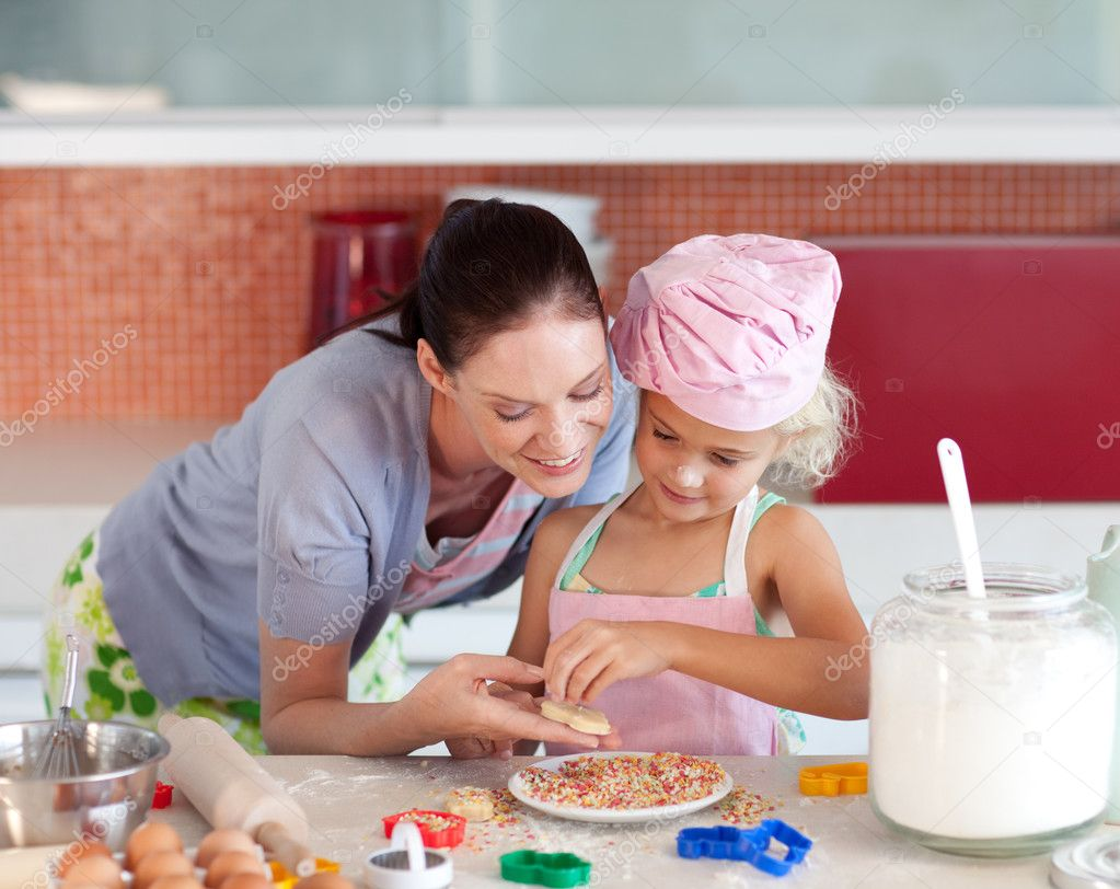С мамкой на кухне, Мама и сын на кухне - смотреть порно онлайн или скачать 6 фотография