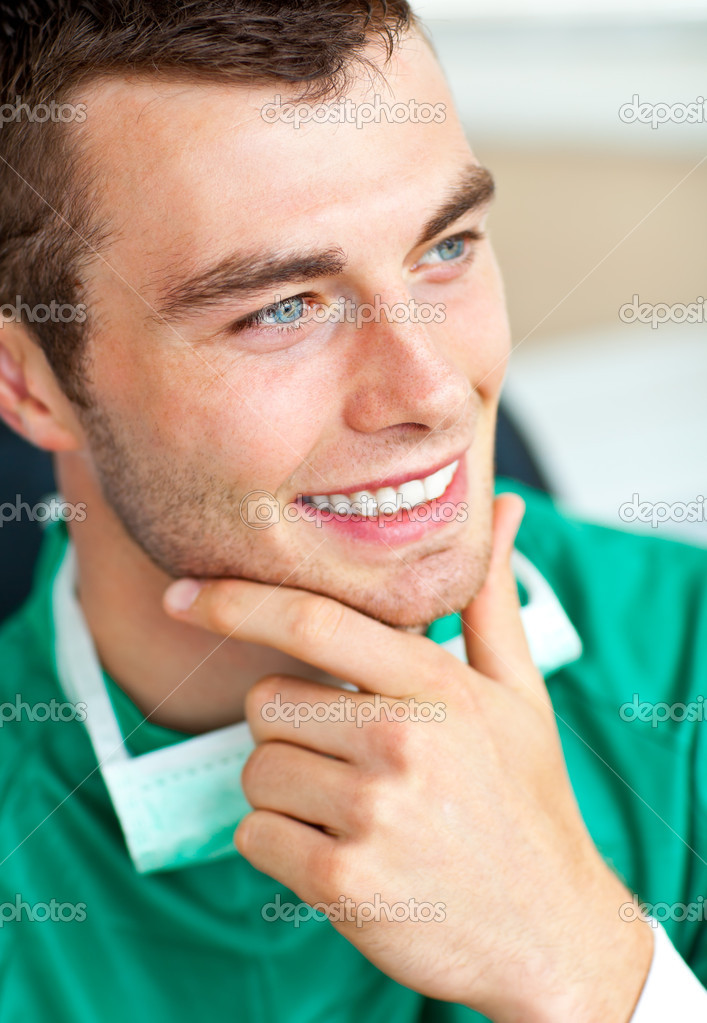 Handsome young surgeon thoughtful looking to the side — Stock Photo #10824195