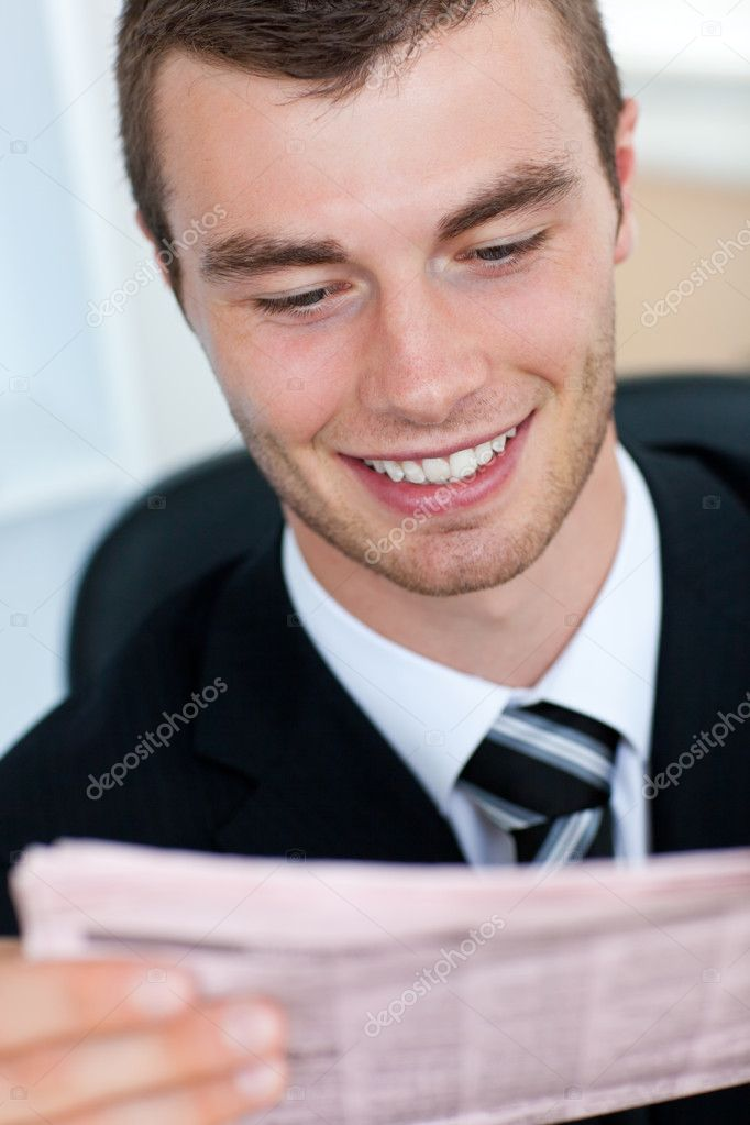 Radiant businessman reading newspaper in office — Stock Photo #10828155