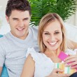 Beautiful couple smiling at camerwhile womunwrap pres — Stock Photo #10837995
