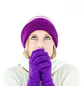 Freezing young woman wearing gloves looking upwards — Stock Photo