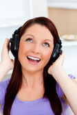 Singing young woman listening to music — Foto Stock