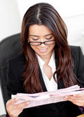Beautiful asian businesswoman reading the newspaper in her offic — Stock Photo