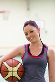 Young woman practicing basketball — Stock Photo