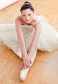 Vrouwelijke ballet danser dong uitrekken — Stockfoto