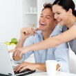 Happy woman showing something on the laptop to his boyfriend - Foto Stock