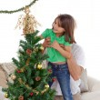 Attentive father holding her daughter to decorate the christmas — Stock Photo