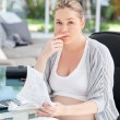 Worried pregnant woman calculating her domestic bills — Stock Photo