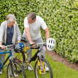 Mature couple walking with their bikes - Foto Stock