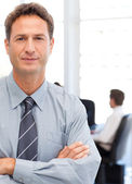 Assertive businessman standing in front of his team while workin — Stock Photo