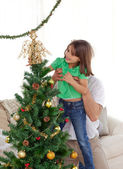 Attentive father holding her daughter to decorate the christmas — Foto Stock