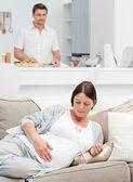 беременная женщина с мужем — Стоковое фото