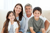 Portrét smějící se rodiny — Stock fotografie