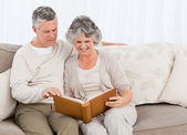 Senior couple looking at their photo album — Stock Photo