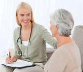 Doctor talking with her patient — Stock Photo