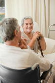 Senior couple talking in a hospital room — Stock Photo