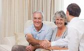 Seniors with assurance man — Stock Photo