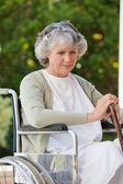 Starszy kobieta w jej wózek inwalidzki — Zdjęcie stockowe