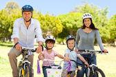 Family with their bikes — Stockfoto