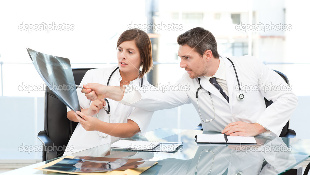 Doctors looking at  x-ray  in their office — Stock Photo #10842101