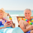 Couple drinking cocktails at the beach — Stock Photo