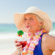 Woman drinking a cocktail in her deck chair - Foto Stock