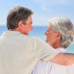 Senior couple looking at the sea — Stock Photo