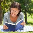 Woman reading a book in the park — Stock Photo