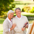 Retired couple painting in the park — Stock Photo