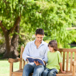Father with his son reading a book — Stock Photo