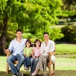 Family on the bench — Stockfoto