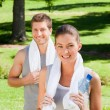 Sporty couple in the park — Stock Photo