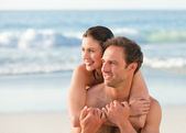 Enamored couple hugging on the beach — Stock Photo